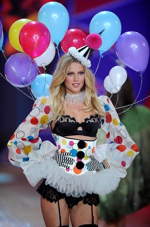Victoria's Secret Angels Exercise Routines: Toni Garrn