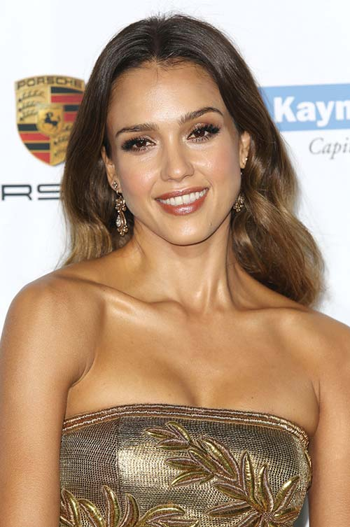 20 Stylish Ways to Wear Center Part Hairstyles: Jessica Alba