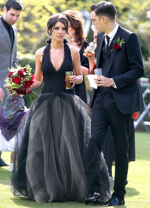 10 of the Most Unique Celebrity Wedding Dresses: Shenae Grimes