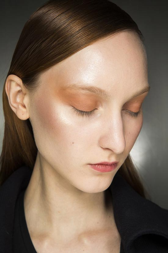 6 Beauty Fails That Have Turned Into Trends: Shiny Skin