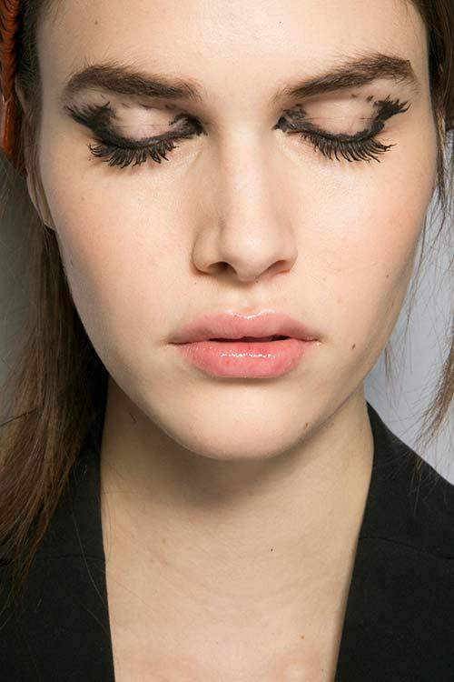 Fall 2015 Trend of Heavily Lines Eyes: Fendi