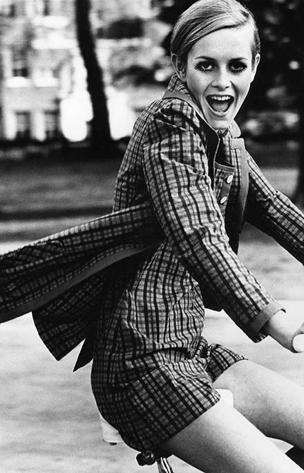 Most Famous and Successful Short Supermodels in Fashion History: Twiggy
