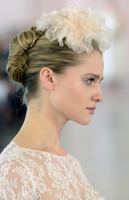 Spring 2016 Bridal Hairstyles and Beauty: Oscar de la Renta