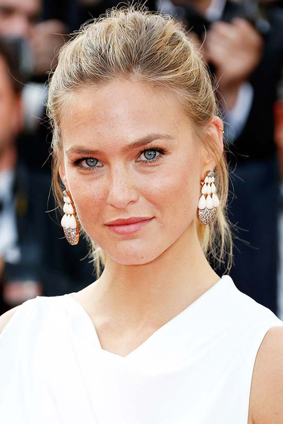 Cannes Film Festival 2015 Hairstyles & Makeup: Bar Refaeli
