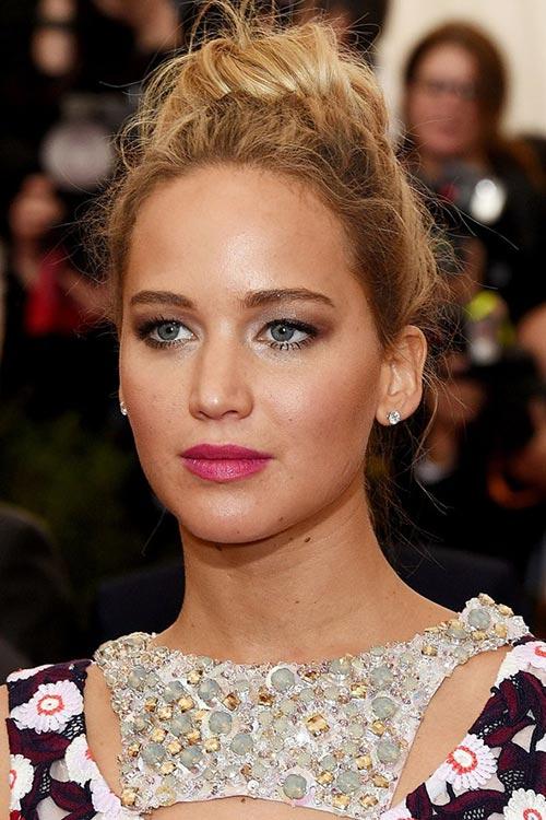 Met Gala 2015 Hairstyles & Makeup: Jennifer Lawrence