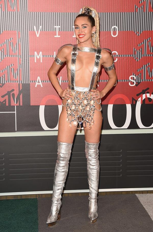 MTV VMAs 2015 Red Carpet Fashion: Miley Cyrus