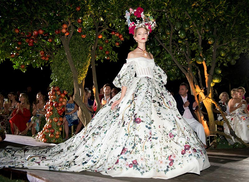 huge selection of cecd5 80c46 Dolce & Gabbana Alta Moda Fall 2015 Collection | Fashionisers©
