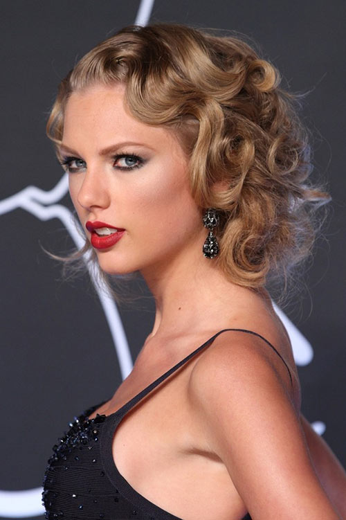 10 Retro Updo Hairstyles: Taylor Swift