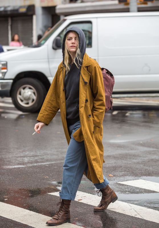 This Week's Best Celebrity Looks Emma Stone on Maniac's set