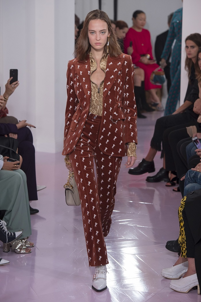 Chloé RTW Spring 2018 Collection at PFW dark brown suit patterns