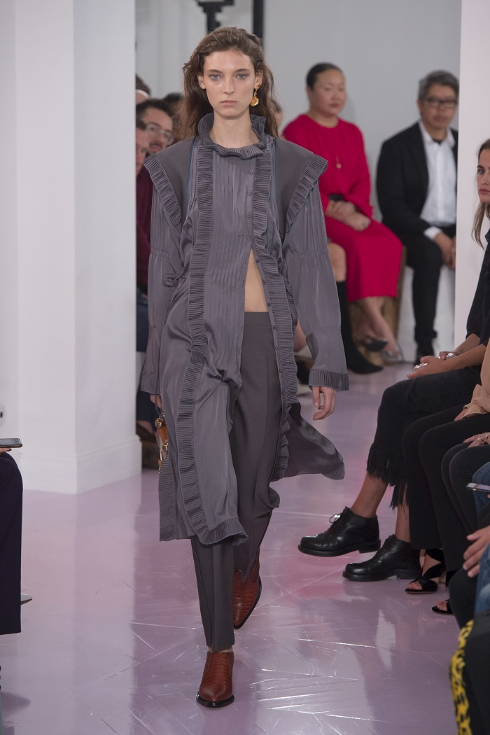 Chloé RTW Spring 2018 Collection at PFW gray pants coat