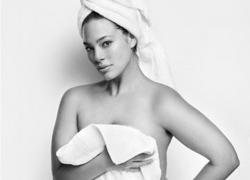 "Ashley Graham Is The First Curvy Model in Mario Testino's ""Towel Series"""
