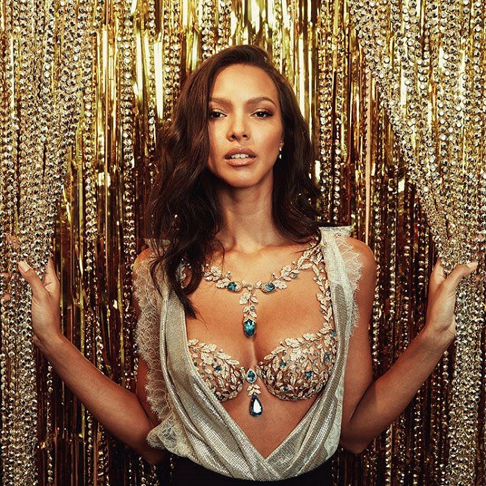 The Victoria's Secret Fantasy Bra Gets a Dose of Reality Lais Ribeiro Champagne Nights