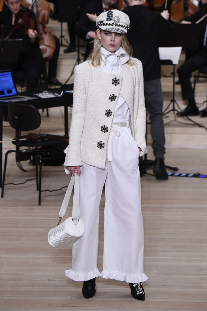 Chanel Métiers d'Art 2018 Show white jacket pants