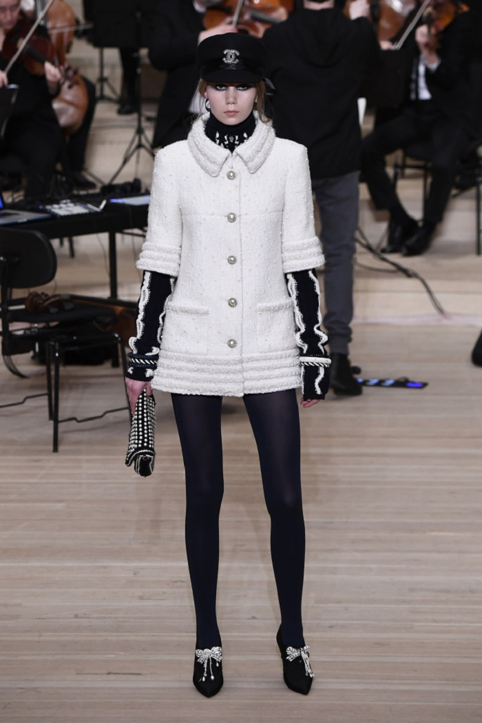 Chanel Métiers d'Art 2018 Show white jacket black and white top