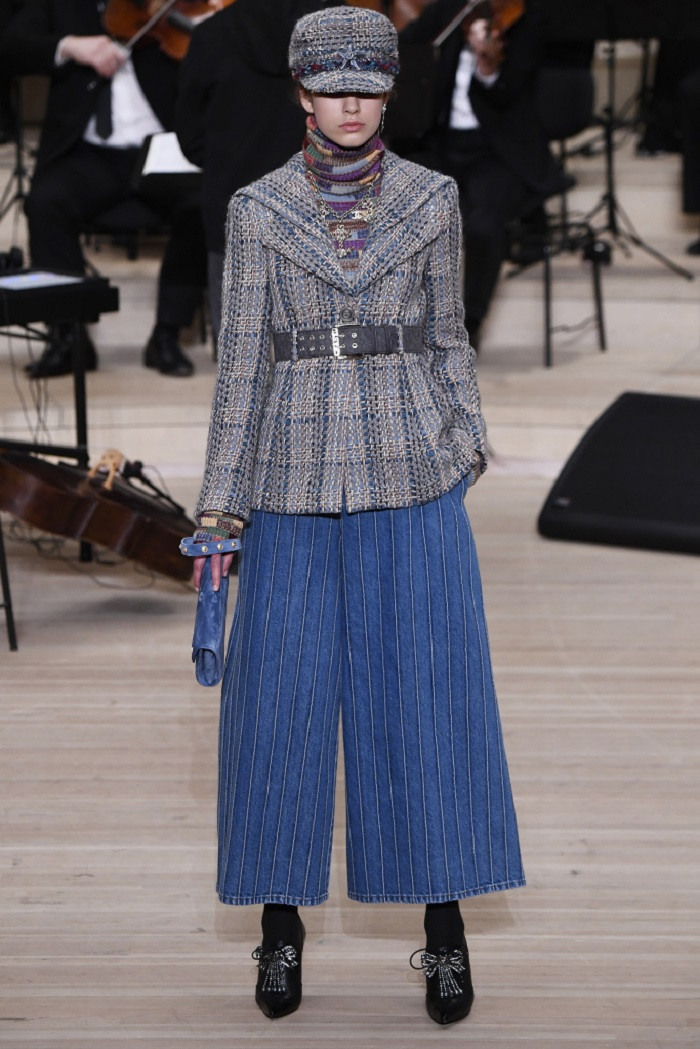 Chanel Métiers d'Art 2018 Show wide legged pants tweed jacket turtleneck