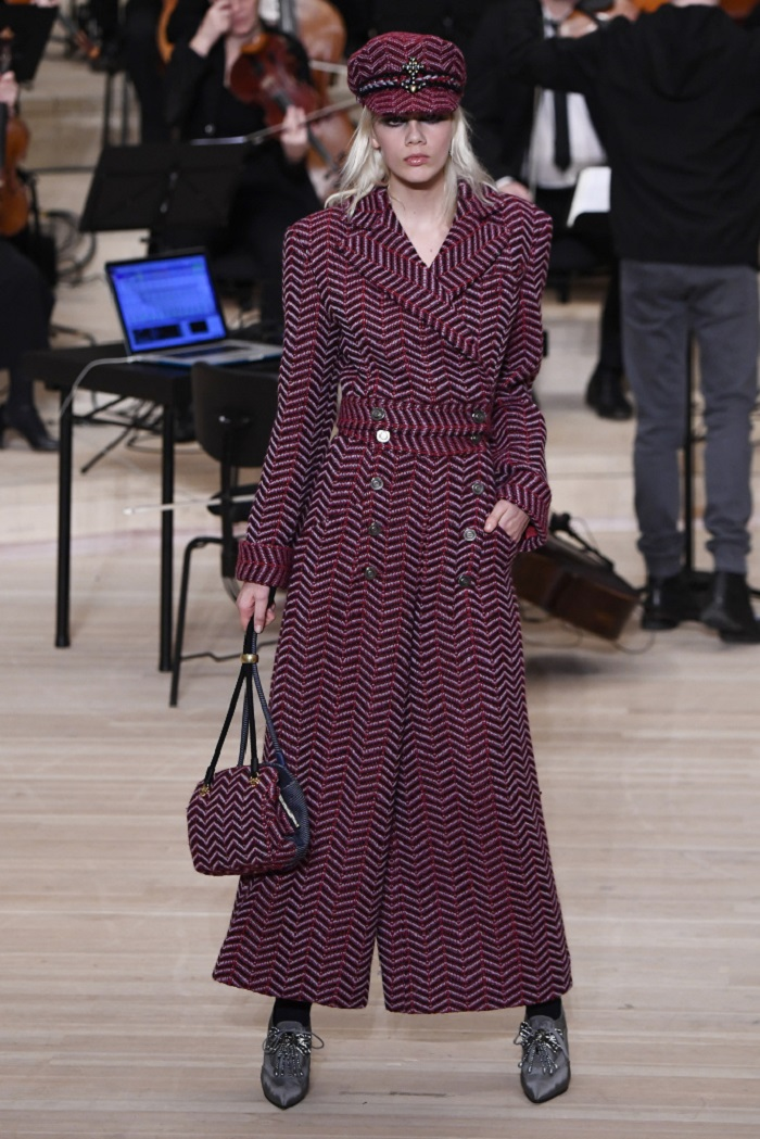 Chanel Métiers d'Art 2018 Show long coat