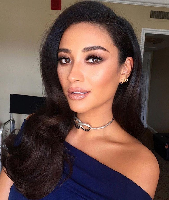 Glam Retro Curls To Steal From A-Listers Shay Mitchell