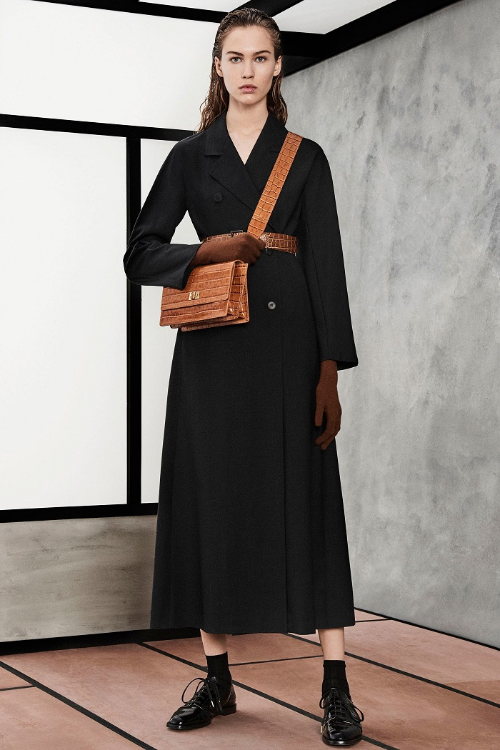 Max Mara Pre-Fall 2018 Collection black long coat