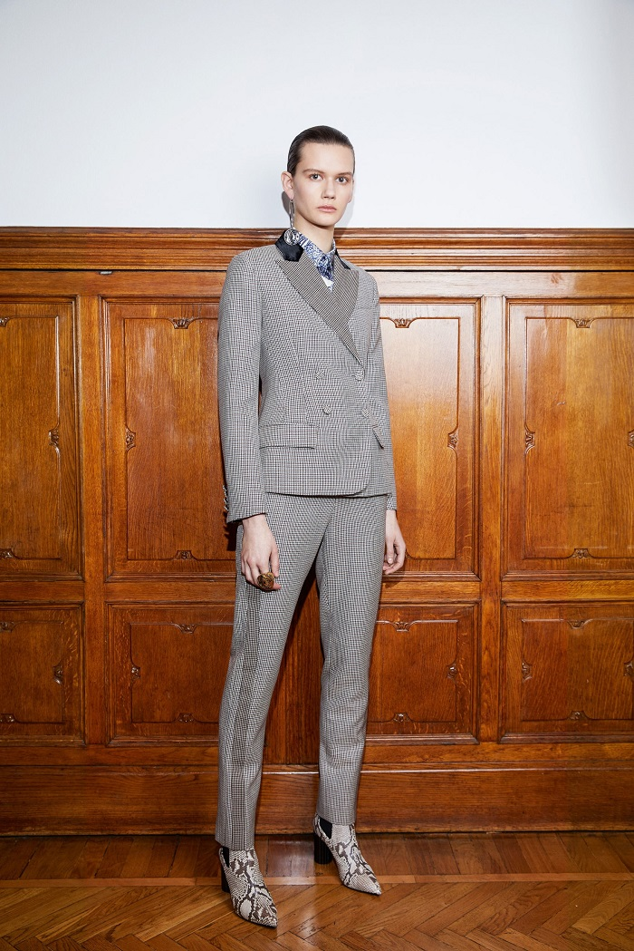 Roberto Cavalli Pre-Fall 2018 Collection gray suit