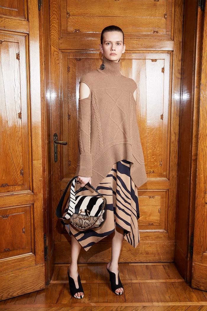 Roberto Cavalli Pre-Fall 2018 Collection animal print skirt sweater