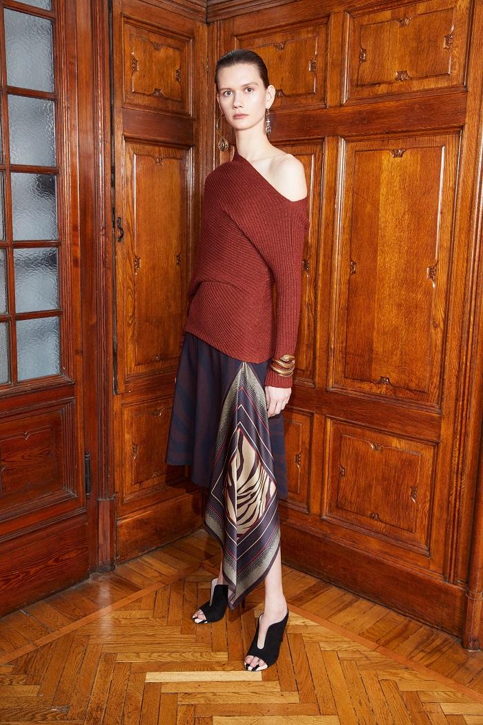 Roberto Cavalli Pre-Fall 2018 Collection long skirt sweater