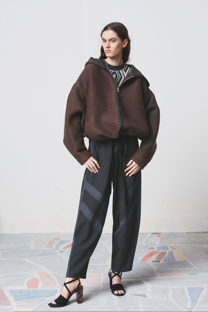 See by Chloé Pre Fall 2018 Collection carrot pants and brown jacket