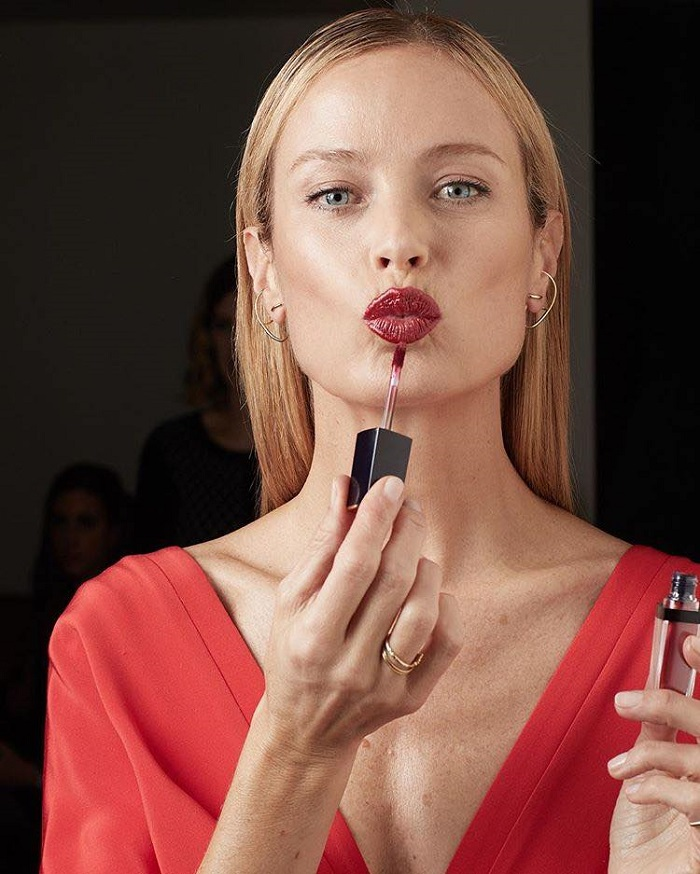 Estée Lauder's Pure Color Envy Liquid LipColor Campaign Carolyn Murphy