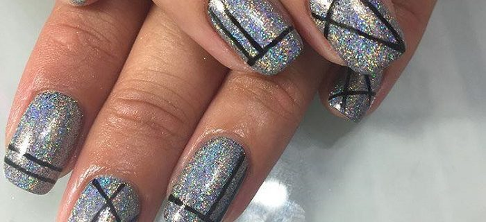 Trendy Holographic Art To Glam Up Your Mani