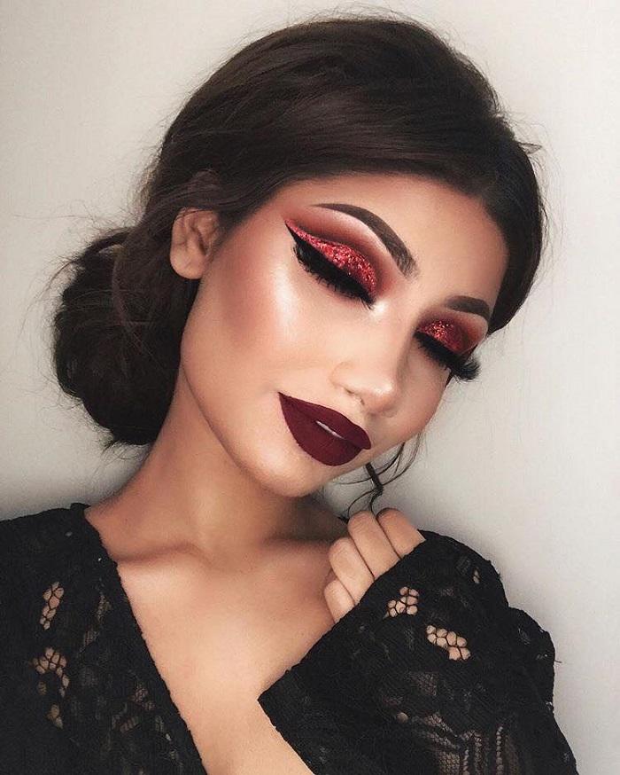 16 Flawless Ways to Pull Off the Red Eyeshadow Trend dark red eyeshadow burgundy lips