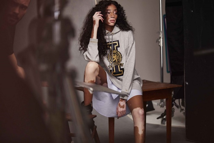Hailey Baldwin & Winnie Harlow Are Tommy Hilfiger's New Ambassadors grey sweatshirt long blue shirt