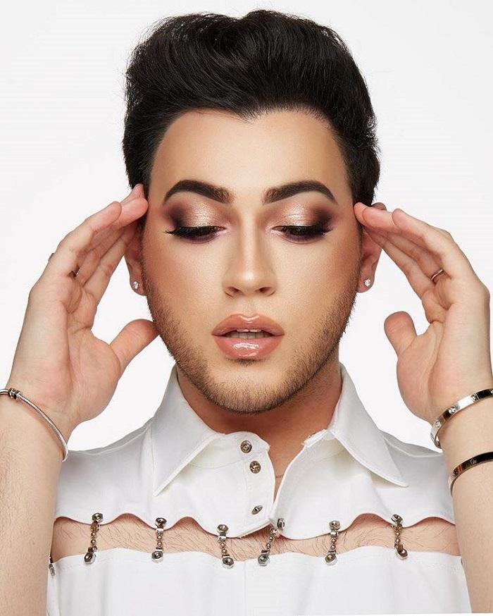 "Manny MUA Drops Lunar Beauty's ""Life's A Drag"" Eyeshadow Palette Manny MUA"