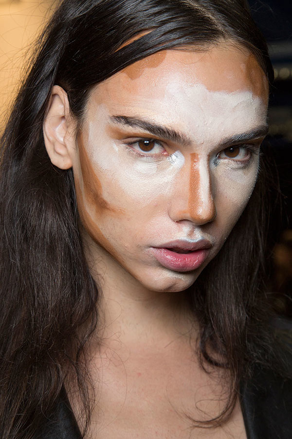 How to Choose and Apply Foundation