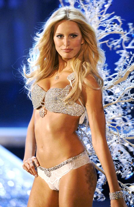 2006: Victoria's Secret Hearts on Fire Diamond Fantasy Bra