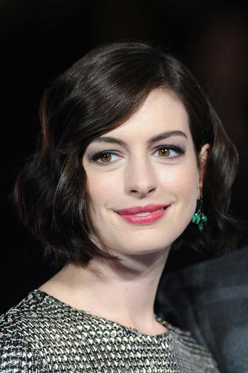 20 Short Hairstyles Celebs Love to Wear: Anne Hathaway