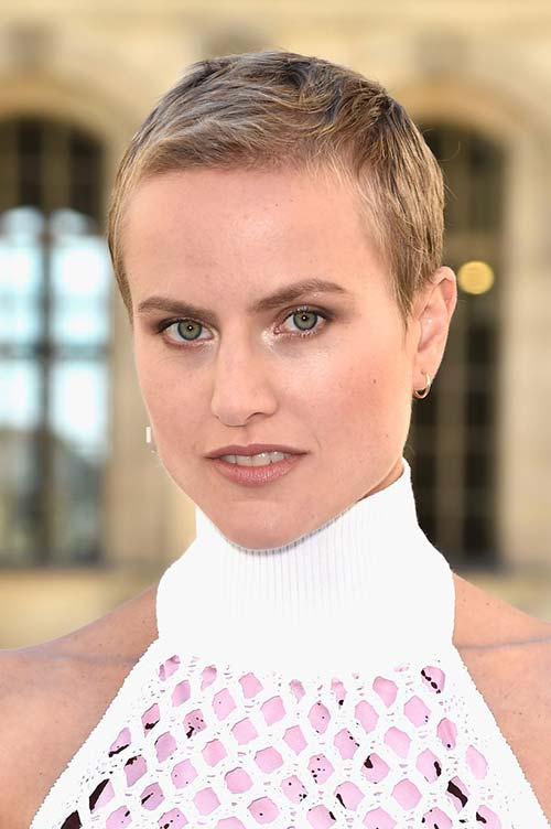 20 Short Hairstyles Celebs Love to Wear: Olympia Scarry