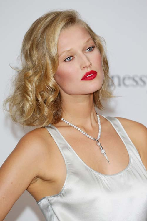 20 Short Hairstyles Celebs Love to Wear: Toni Garrn