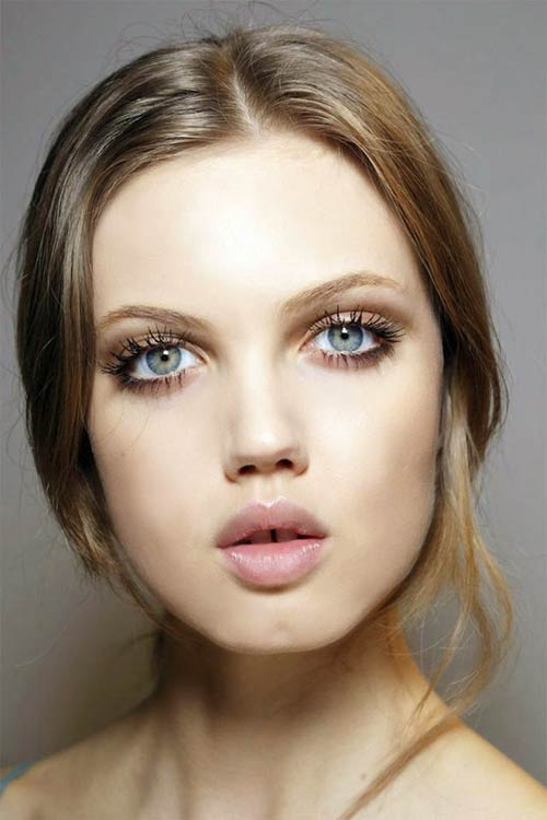 Spring 2015 Sixties Twiggy Makeup Trend: Paul & Joe