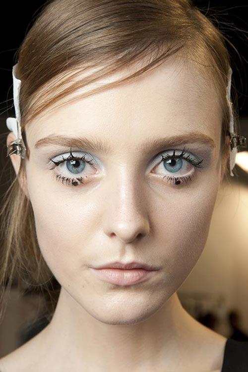 Spring 2015 Sixties Twiggy Makeup Trend: Rochas