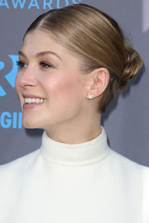 Critics' Choice Awards 2015 Best Hairstyles and Makeup Looks: Rosamund Pike