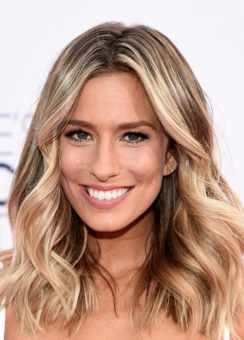 People's Choice Awards 2015 Hairstyles: Renee Bargh Beachy Waves