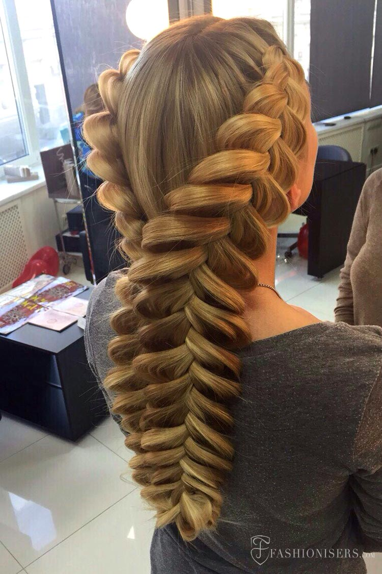 5 Pretty Braided Hairstyles for Summer: Mermaid Dutch Braids