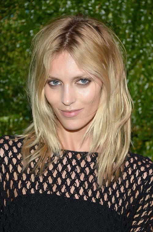 10 Shoulder-Length Layered Hairstyles: Anja Rubik