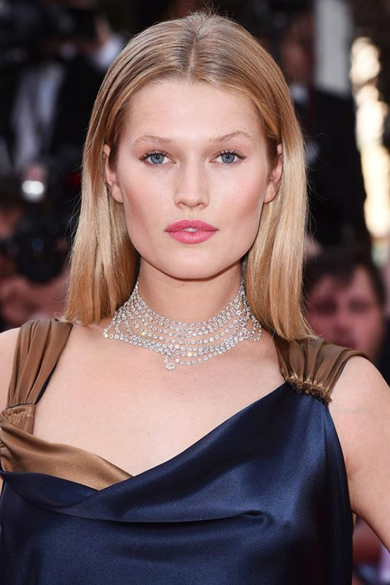 Cannes 2015 Hairstyles & Makeup: Toni Garrn