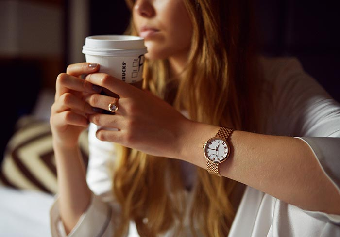 10 Ways to Feel Energized in the Mornings (Without Coffee!)