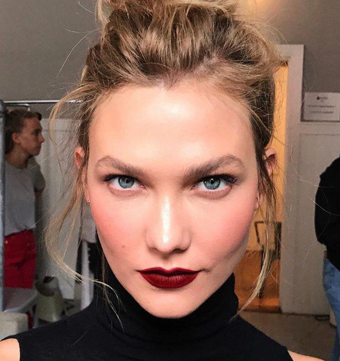 Celebs Are Ditching Contouring for This Makeup Technique Karlie Kloss