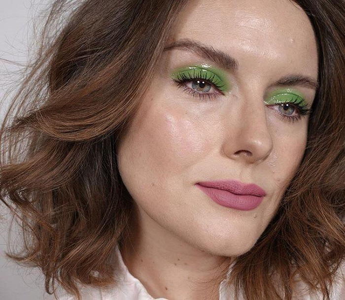 Glam Up Your Makeup with Glossy Lids green lids