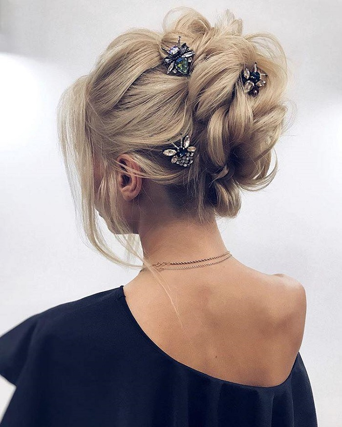 Pretty Hairstyles to Flaunt at A Spring Wedding messy bun