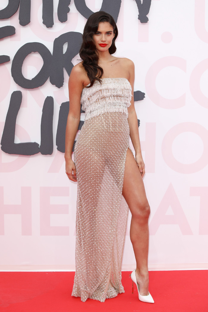 15-Times-Celebrities-Were-Almost-Naked-on-The-Red-Carpet-Sara-Sampaio