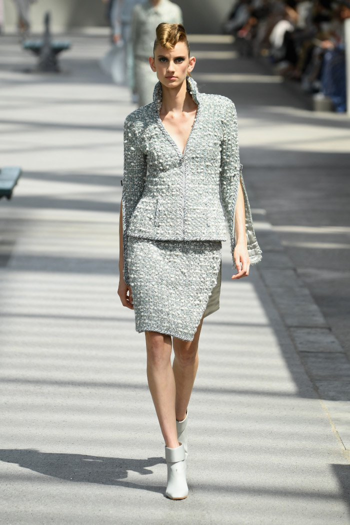 Chanel-Fall-2018-Couture-at-Haute-Couture-PFW gray tweed suit